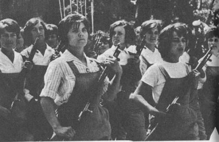 albanian_women_armed
